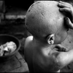 Bambino piange dopo la doccia, Tabora, Tanzania 2014